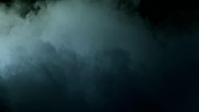 vídeos y material grabado en eventos de stock de humo de hielo seco realista de nubes - pegajoso