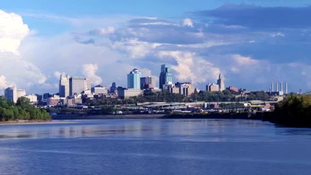 clouds перекатывайтесь через центр города-time lapse - missouri стоковые видео и кадры b-roll