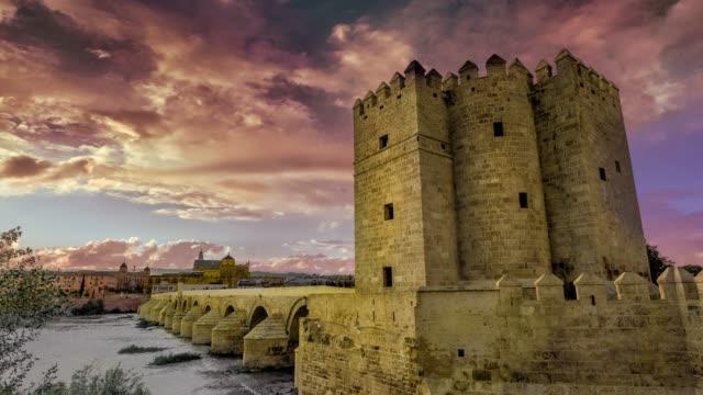 stockvideo's en b-roll-footage met wolken timelapse in een historisch stadsgezicht - middeleeuws