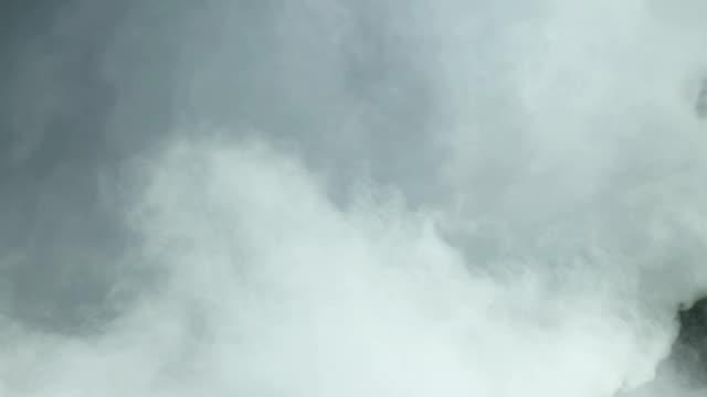 wolken - langsam stock-videos und b-roll-filmmaterial