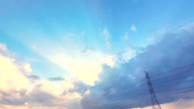 太陽の光線ストックビデオを持つ雲 - 層積雲点の映像素材/bロール