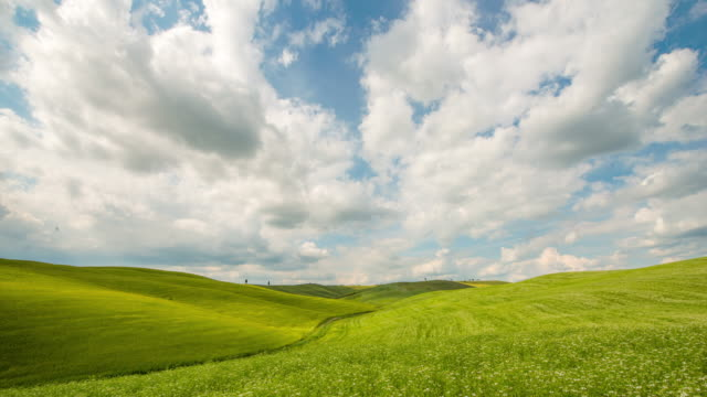 T/L 8K Cloudscape over the Tuscany region video