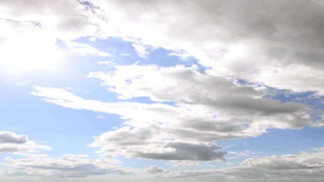 パンニングタイムラプス雲模様 - 層積雲点の映像素材/bロール