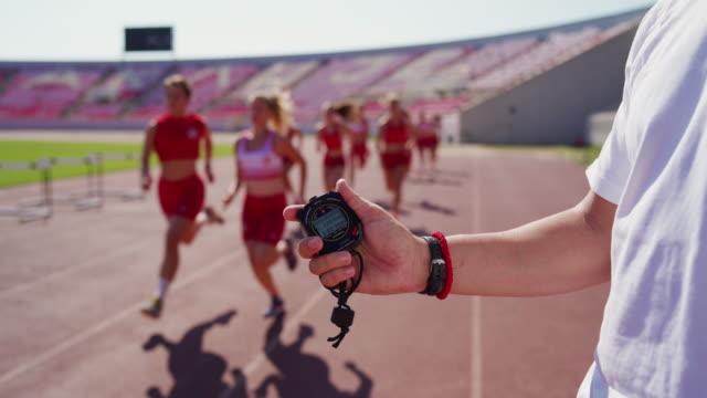 vidéos et rushes de temps de mesure d'entraîneur - chrono sport