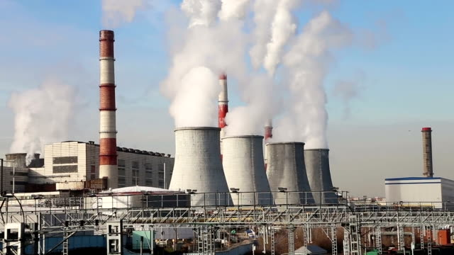 stockvideo's en b-roll-footage met coal burning power plant with smoke stacks, moscow, russia - kachelpijp