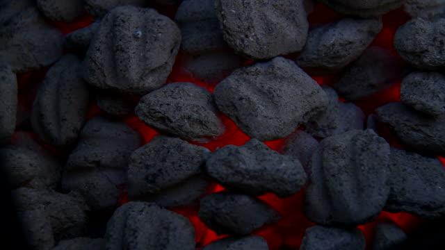уголь огонь - уголь стоковые видео и кадры b-roll