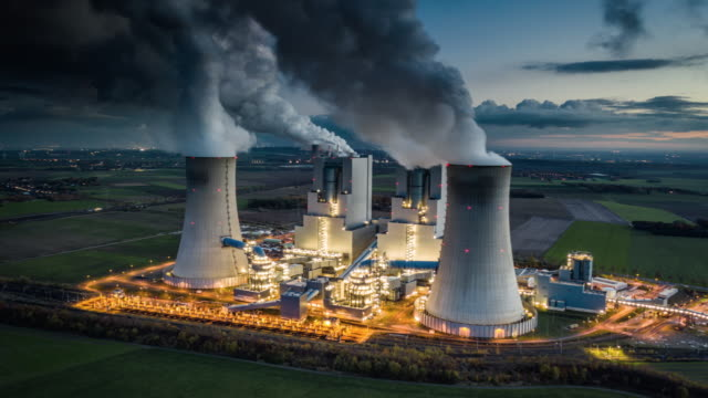 coal fired power station - hyperlapse - anidride carbonica video stock e b–roll