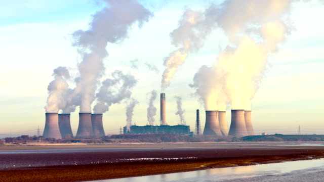 stockvideo's en b-roll-footage met coal fired power station - energiecentrale