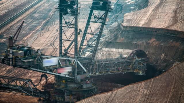 time lapse: coal mininig - уголь стоковые видео и кадры b-roll