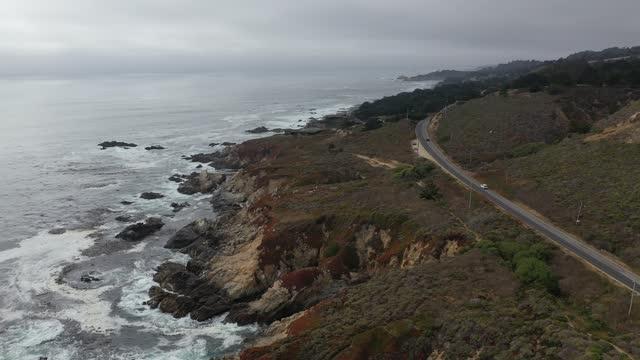 kustväg vid garrapata rocks big sur california drone aerial view - kustlinje bildbanksvideor och videomaterial från bakom kulisserna