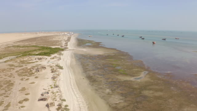 aerial coast of the masirah island - oman стоковые видео и кадры b-roll
