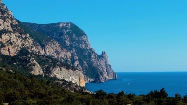 vídeos de stock e filmes b-roll de coastal beauty landscape - montanha costeira
