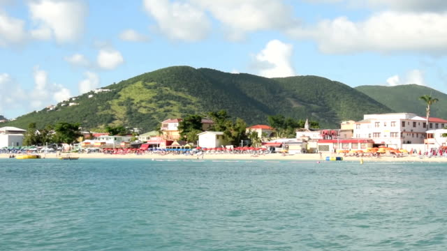 vista sulla costa di st maarten - philipsburg saint martin olandese video stock e b–roll
