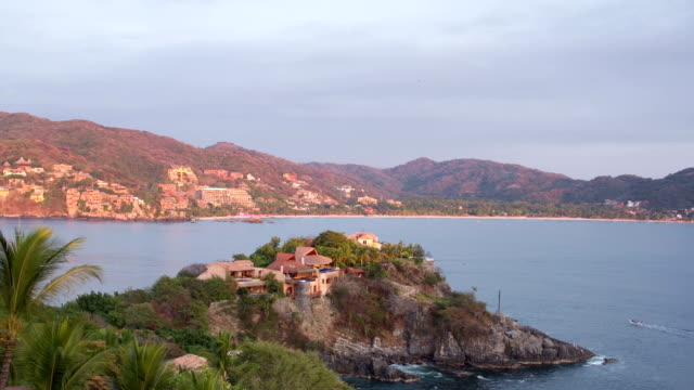 costa di zihuatanejo, messico - guerrero video stock e b–roll