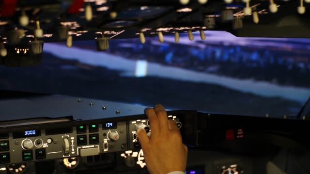 cockpit of a passenger plane in flight at dusk - pilota video stock e b–roll