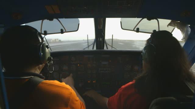 cockpit take off, flight departing from runway - pilot bildbanksvideor och videomaterial från bakom kulisserna