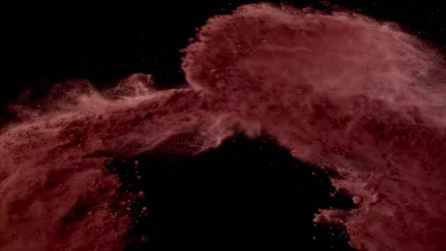 vídeos de stock e filmes b-roll de cocoa powder colliding in the air super slow motion video 1000 fps - cacau em pó