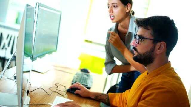 code lines have to be rectified. - продвижение трудовые отношения стоковые видео и кадры b-roll