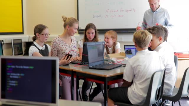 学校で HTML コーディング レッスン ビデオ