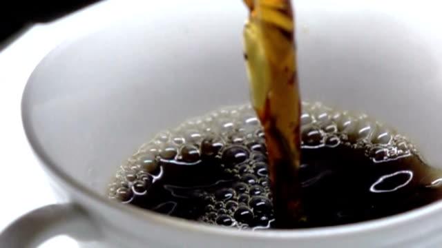 kaffee - zeitlupe - koffeinmolekül stock-videos und b-roll-filmmaterial