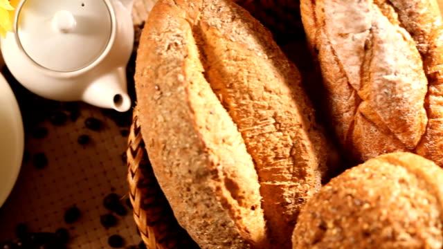 kaffe och bröd - brödlimpa bildbanksvideor och videomaterial från bakom kulisserna