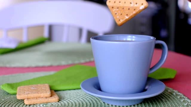 caffè e cracker - immergere video stock e b–roll