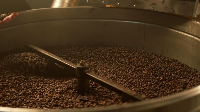 Coffee bean mixing device at work - video