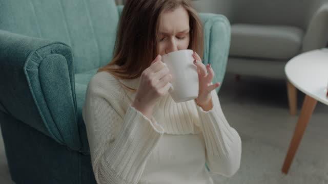 stockvideo's en b-roll-footage met koffierem! - woman very rich