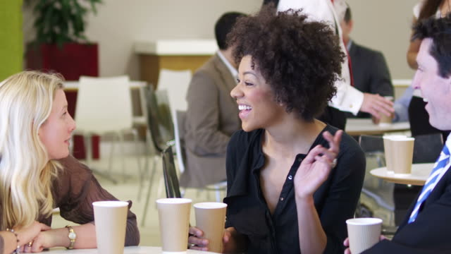 riunioni-pausa caffè - pausa caffè video stock e b–roll