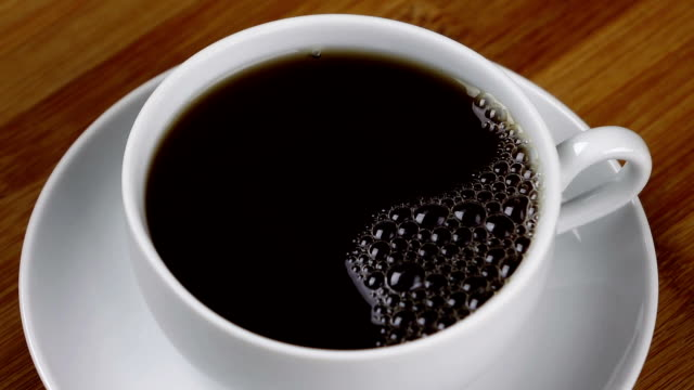 kaffee-bubbles - schwarzer kaffee stock-videos und b-roll-filmmaterial