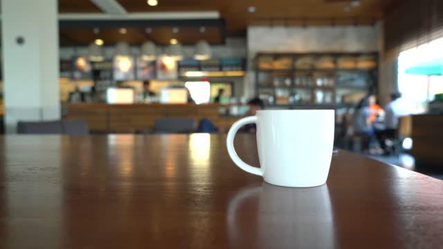 コーヒーカップのコーヒーショップ - カフェ文化点の映像素材/bロール