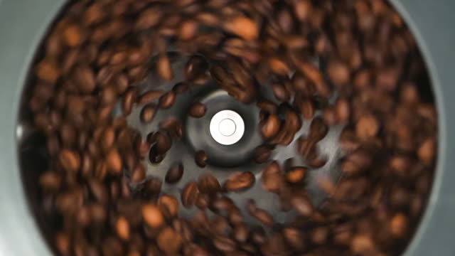 hd - coffee grinder grinds coffee beans. slow-mo - grindare video stock e b–roll