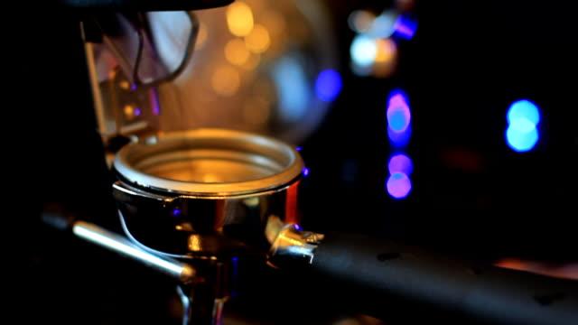 macina-caffè - argento metallo caffettiera video stock e b–roll