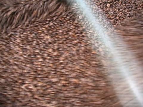 kaffee-mischung b - koffeinmolekül stock-videos und b-roll-filmmaterial