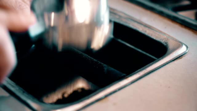 kaffee-montage mit audio- und restaurant ambiente - cappuccino stock-videos und b-roll-filmmaterial