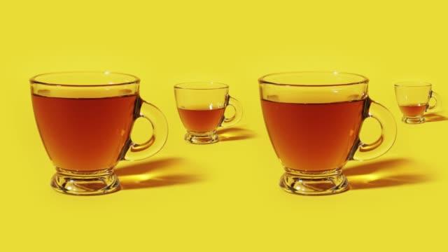 vídeos de stock, filmes e b-roll de café derramado em stop motion nas xícaras - tea drinks
