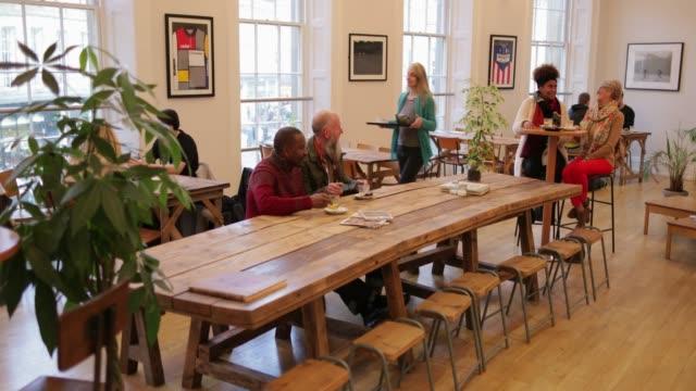 coffee shop culture - pausa caffè video stock e b–roll