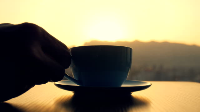kaffeezeit am morgen - milchkaffee stock-videos und b-roll-filmmaterial