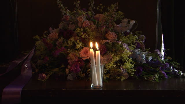 coffin candle - ljus på grav bildbanksvideor och videomaterial från bakom kulisserna
