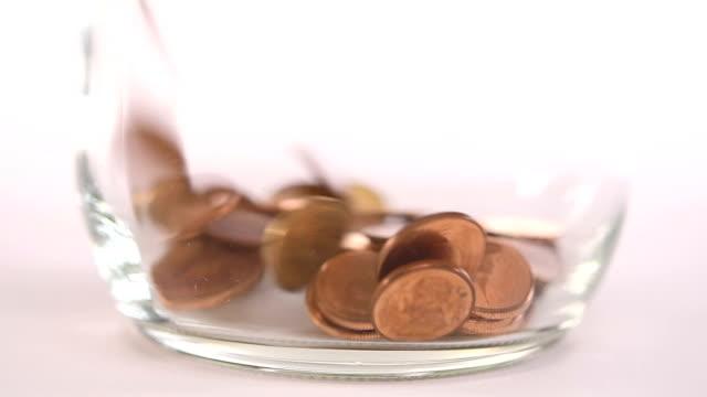 coins falling into jar - slow motion - монета стоковые видео и кадры b-roll