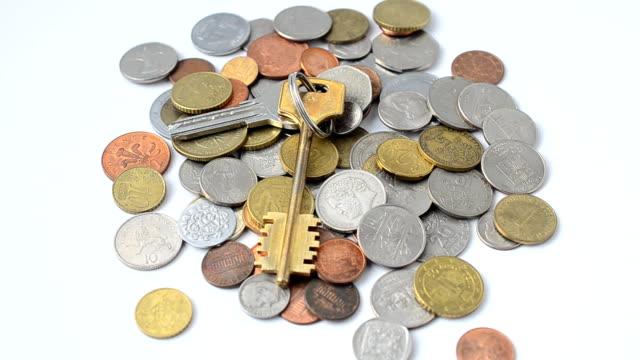 mynt i de olika länderna av världen. - pound sterling isolated bildbanksvideor och videomaterial från bakom kulisserna