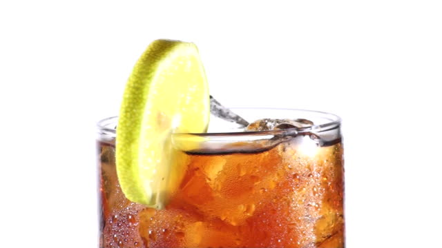 vídeos de stock, filmes e b-roll de cola e limão-hd - tea drinks