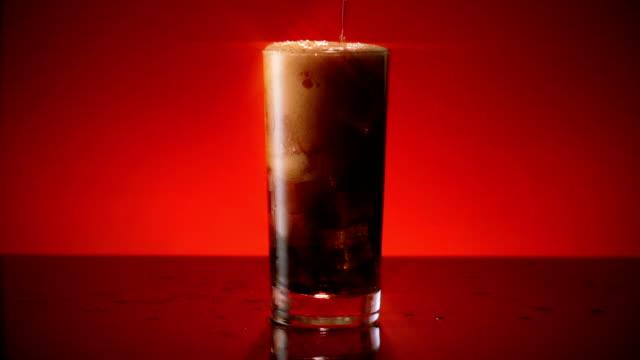 Cola Soda verre verser filtre large étoile - Vidéo