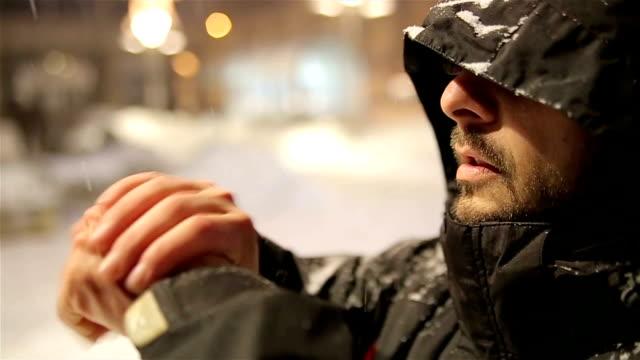 寒い日はここにいる! - 十二月点の映像素材/bロール
