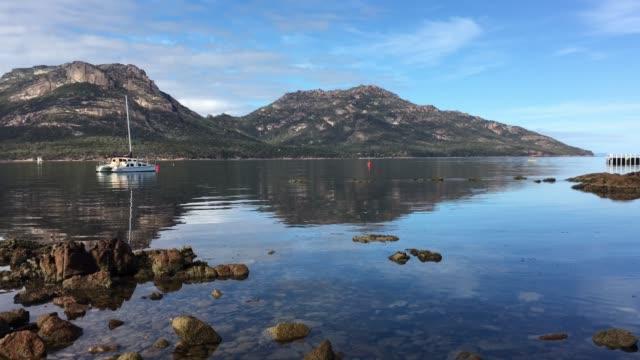 コールズベイフレシネ国立公園 (タスマニア州) オーストラリア - 各国の観光地点の映像素材/bロール