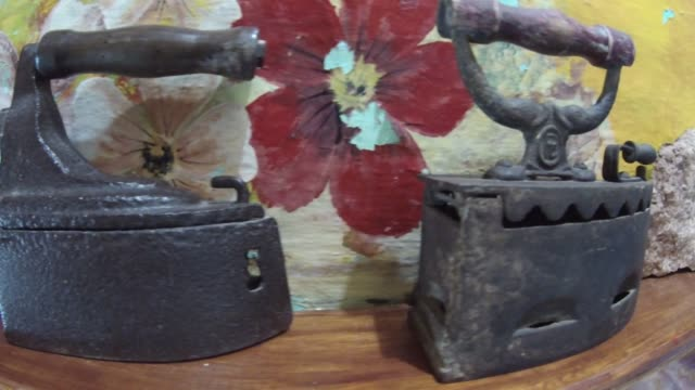 eski ütüler topluluğu - demir stok videoları ve detay görüntü çekimi