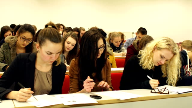 stockvideo's en b-roll-footage met dolly hd - college students writing in lecture hall - examen