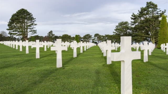 vídeos y material grabado en eventos de stock de colleville, francia, timelapse-de día en el cementerio - memorial day