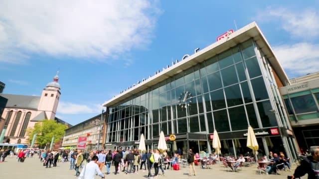 kölner hauptbahnhof - köln stock-videos und b-roll-filmmaterial