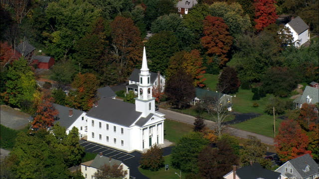 colonial style white church - aerial view - massachusetts,  worcester county,  united states - coloniale video stock e b–roll
